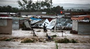 Powodzie w RPA (PAP/EPA/STRINGER)
