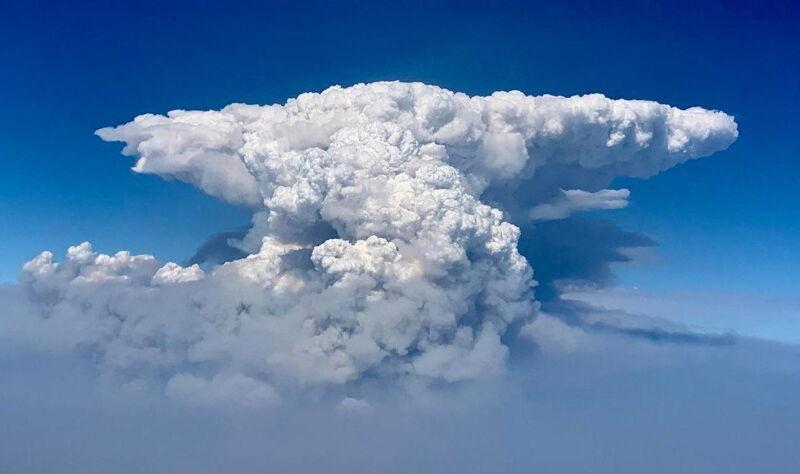 Chmura powstała z pożaru w Oregonie